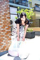 朝ゴミ出しする近所の遊び好きノーブラ奥さん上野真奈美