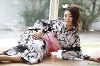 浴衣をはぎ取らせて悶える妖艶な女 小早川怜子